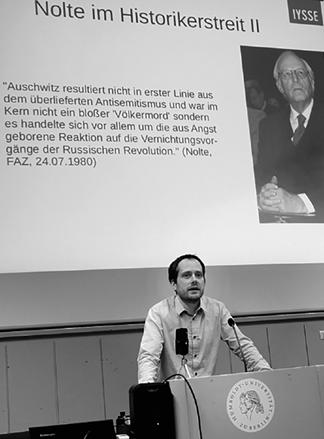 Christoph Vandreier spricht zu den Zuhörern