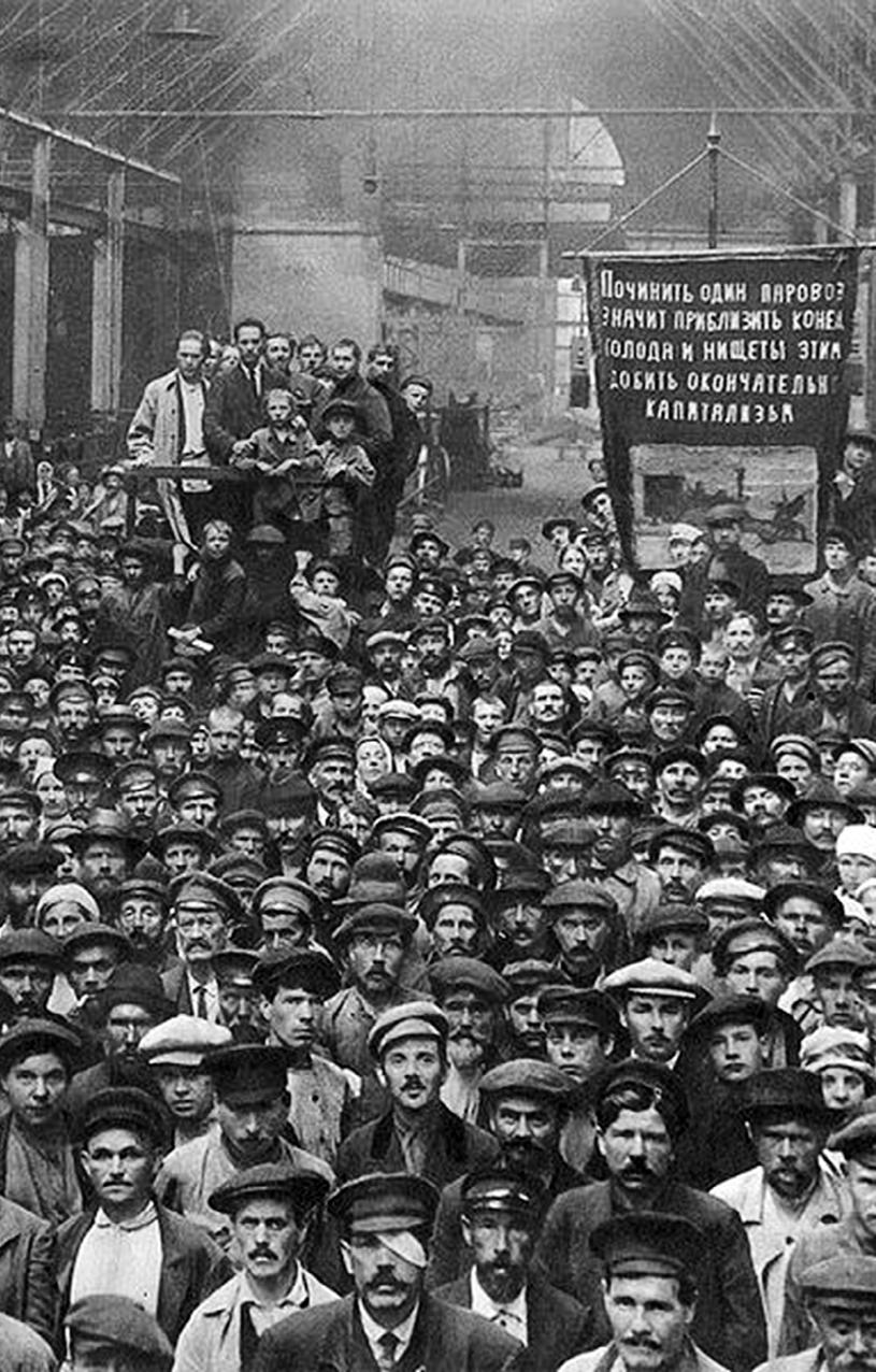 Versammlung streikender Arbeiter in den Petrograder Putilow-Werken während der Februarrevolution 1917