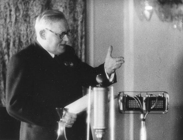 Wyschinski während der Anklagerede im Prozess gegen den »Block der Rechten und Trotzkisten«