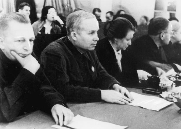 N.S. Chrustschow im Präsidium einer Lehrerversammlung