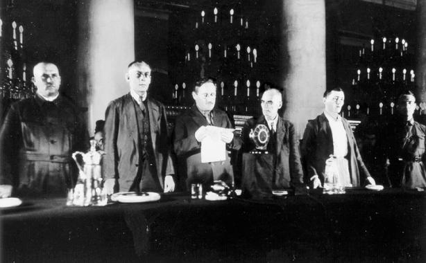 A.J. Wyschinski verliest das Urteil des Obersten Gerichts der UdSSR im Fall Schachty.